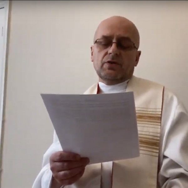 Fr Zbigniew reading homily